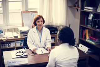patient is meeting a doctor P4UMN6Y